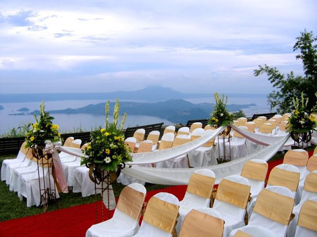 The magic of a tagaytay wedding wedding destination for Au jardin wedding package