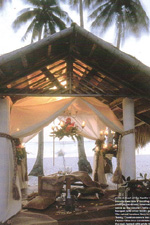 A Pearl of the Pacific 'cabana' is transformed into a dazzling setting for a champagne dinner.
