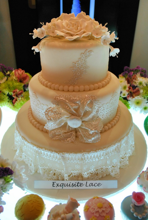 finding the perfect wedding cake goldilocks bakeshop the essential philippine. Black Bedroom Furniture Sets. Home Design Ideas