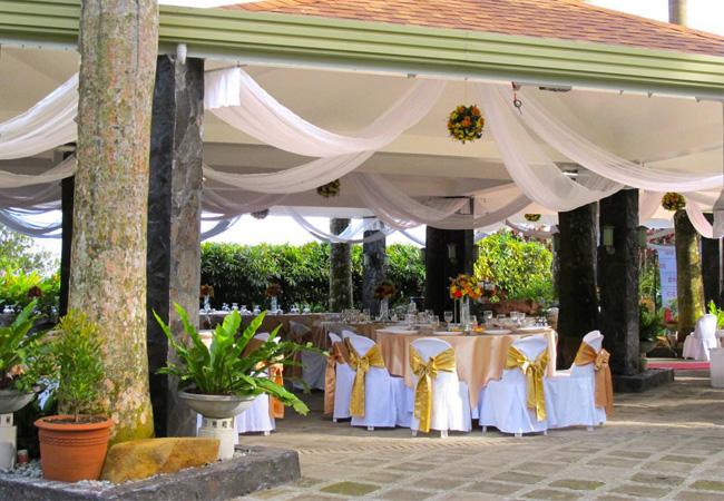Taal wedding