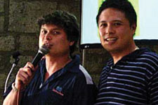 Carl Guzman of 103.5 K-lite, sister company of Magic 89.9,  hosted the affair. (With Raymond Nocon)