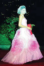 Any bride would love to get married in pink with this gown
