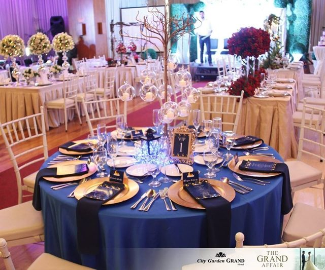 city garden grand hotel the grand affair blue themed table setup