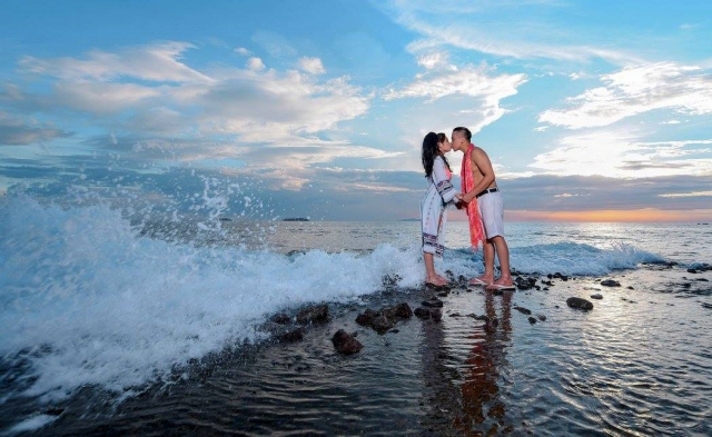 beach prenup photo eye in d sky