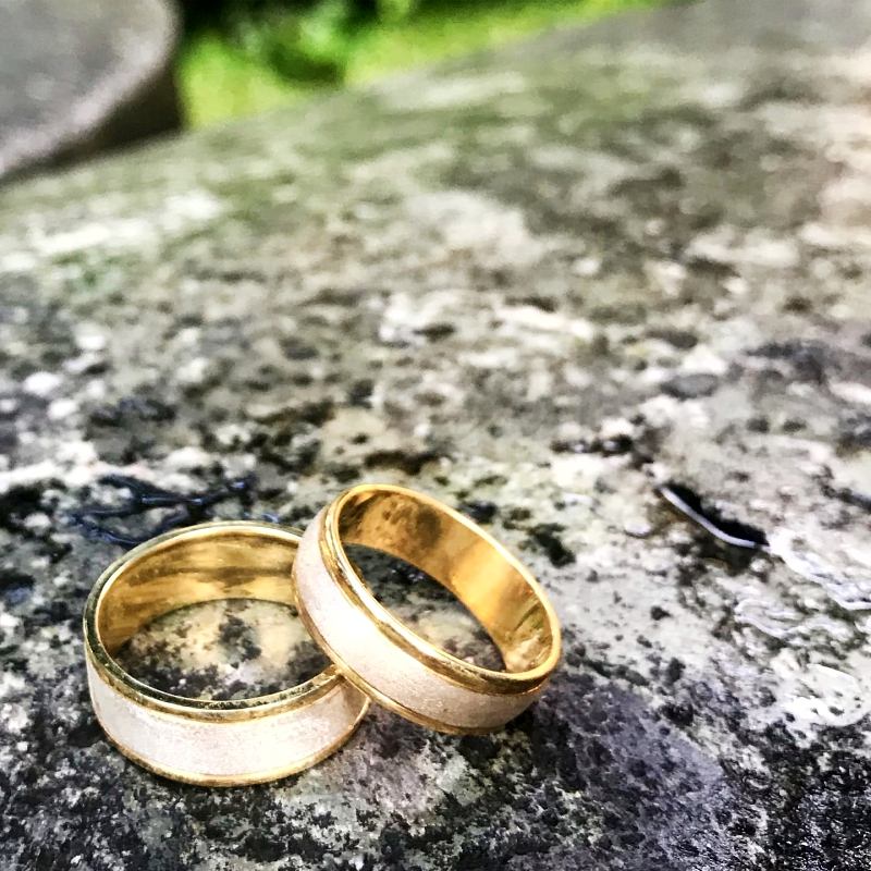 gold wedding rings v gem jewelry